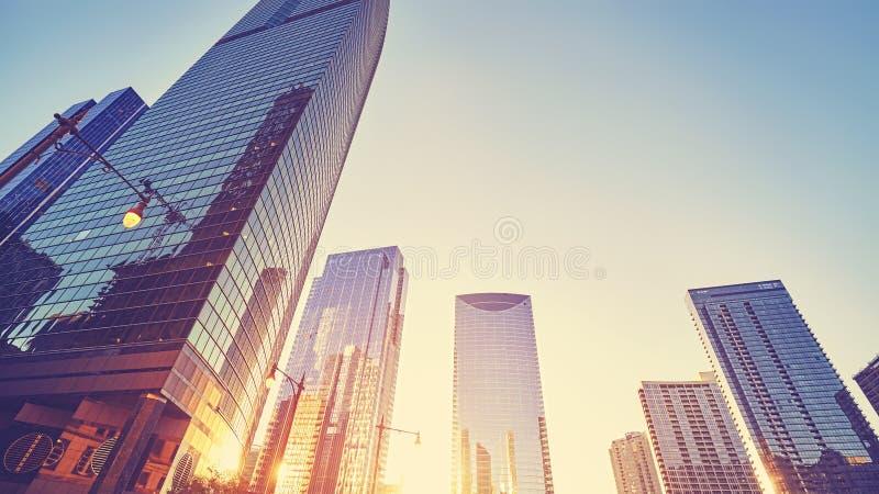 El vintage entonó el centro de la ciudad en la puesta del sol, los E.E.U.U. de Chicago foto de archivo