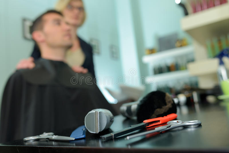 El vintage equipa la peluquería de caballeros imagenes de archivo