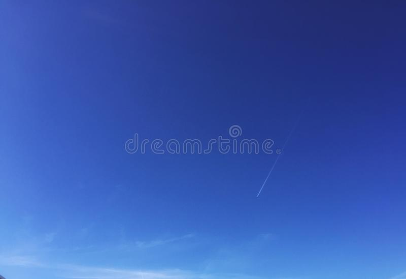 El volar en el cielo imagen de archivo libre de regalías