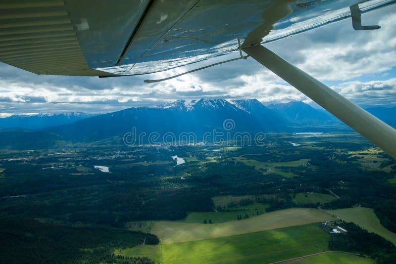 El volar sobre Smithers en floatplane imagen de archivo