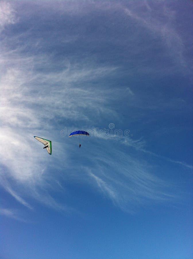 El volar a través de los cielos foto de archivo libre de regalías