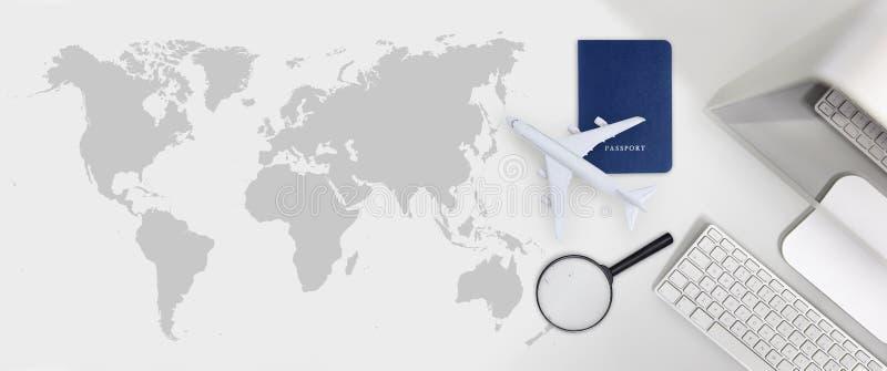 El vuelo de la reservación y de la búsqueda marca el concep de las vacaciones del viaje del transporte aéreo imagen de archivo libre de regalías