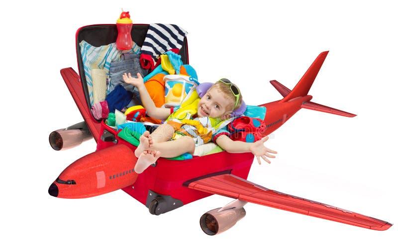 El vuelo del niño en maleta del recorrido pila de discos para las vacaciones imagen de archivo