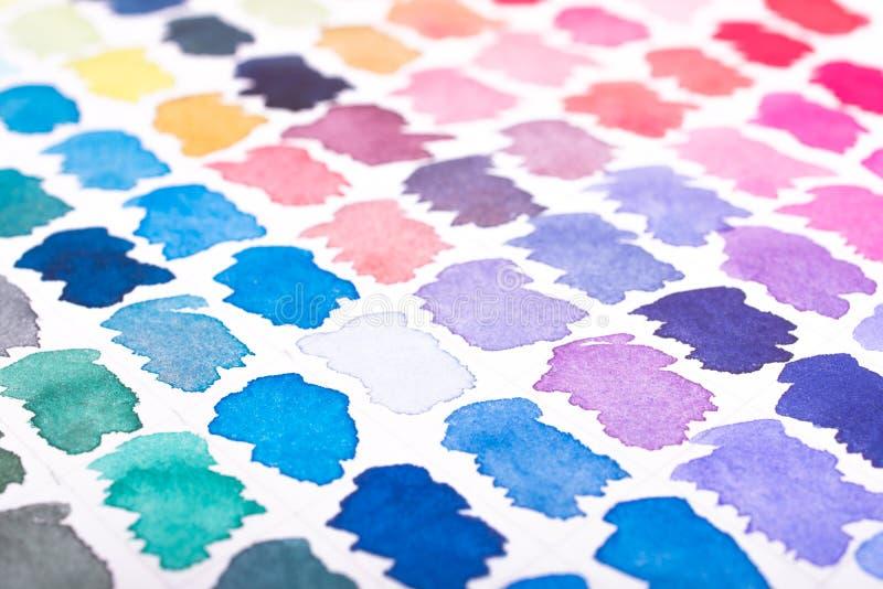 El Watercolour mancha en azul, violeta y púrpura foto de archivo