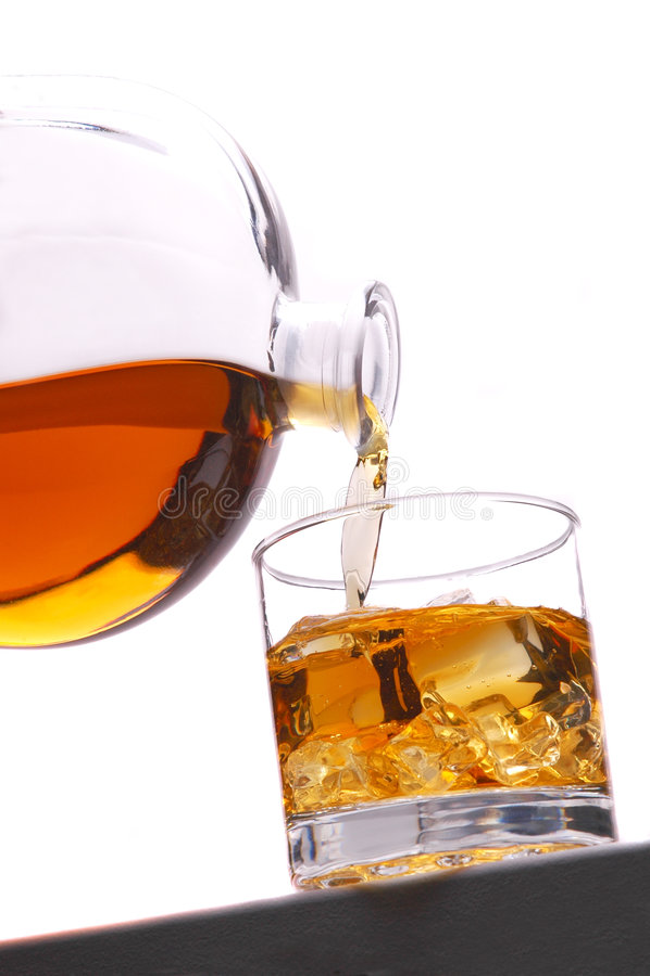 El whisky vierte fotografía de archivo