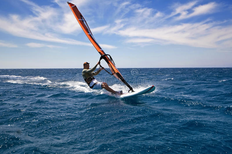 El Windsurfing foto de archivo
