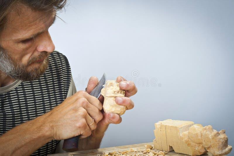 El woodcarver fotos de archivo