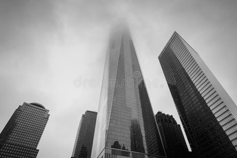 El World Trade Center en niebla, en Lower Manhattan, New York City imagen de archivo libre de regalías