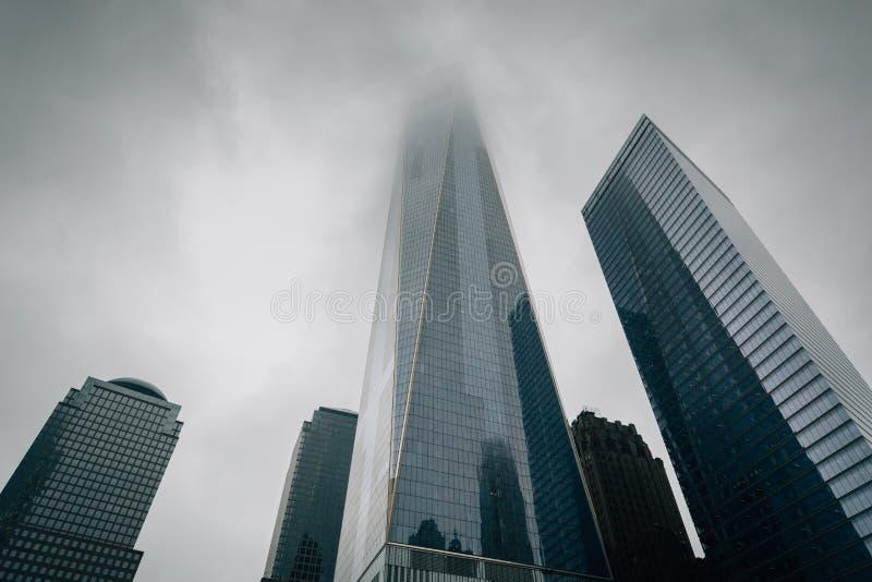 El World Trade Center en niebla, en Lower Manhattan, New York City fotos de archivo