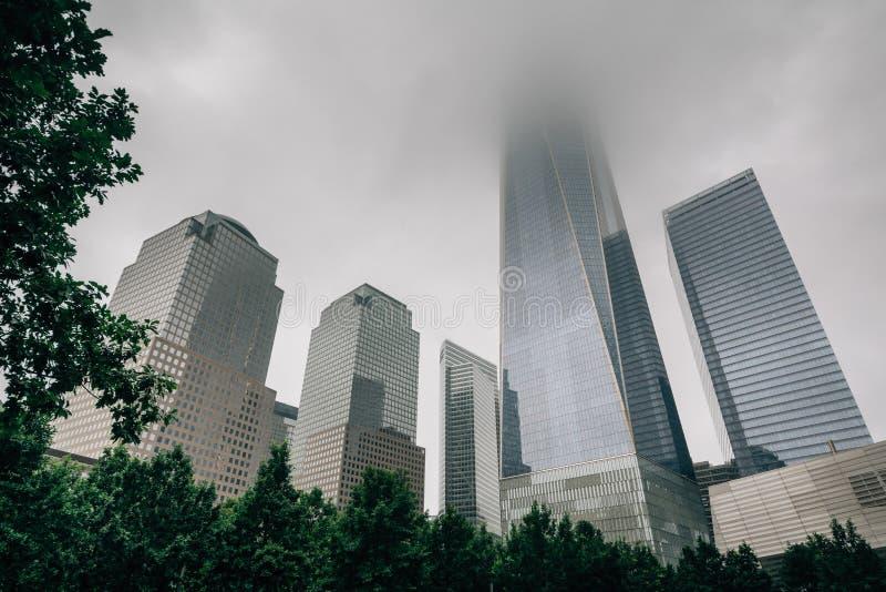 El World Trade Center en niebla, en Lower Manhattan, New York City foto de archivo