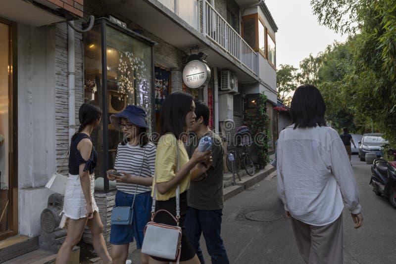 El Wudaoying Hutong en Pekín, China, es uno de los hutongs comerciales en Pekín imagenes de archivo