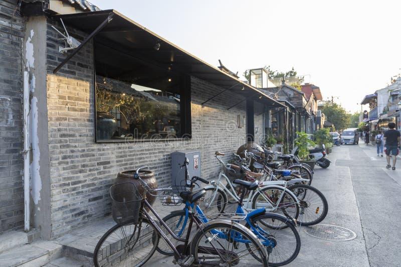 El Wudaoying Hutong en Pekín, China, es uno de los hutongs comerciales en Pekín fotos de archivo