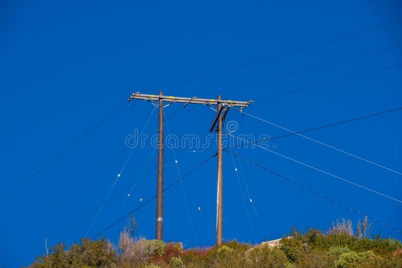 El y la única línea eléctrica a Crystal Lake fotos de archivo libres de regalías