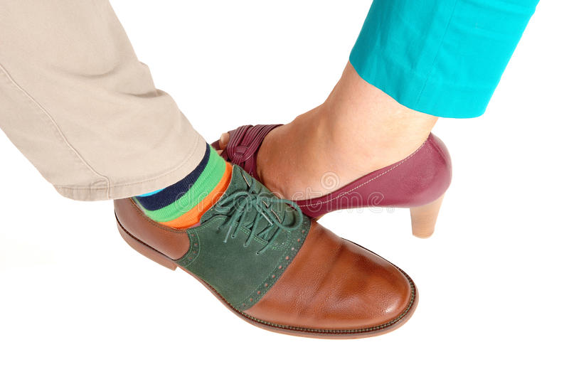 El zapato de una mujer y de un hombre foto de archivo