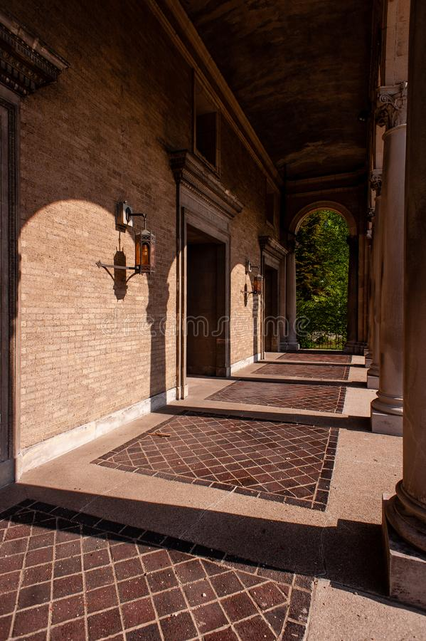 Elaborate Front Entryway with Tile and Buff Brown Brick - Abandoned St Mark Church - Cincinnati, Ohio stock afbeelding