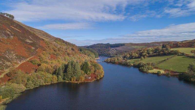 Elan Valley dal fuco in copertura di autunno fotografia stock