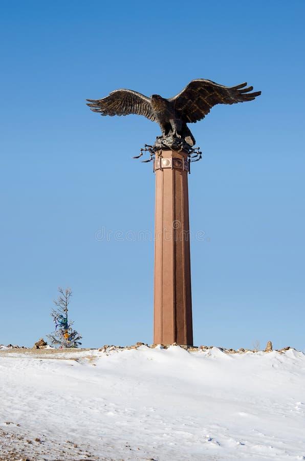 ELANCE, РОССИЯ - 6-ое февраля: Памятник к орлу - символу шаманизма на Байкале 6-ого февраля 2015 Elance стоковая фотография rf