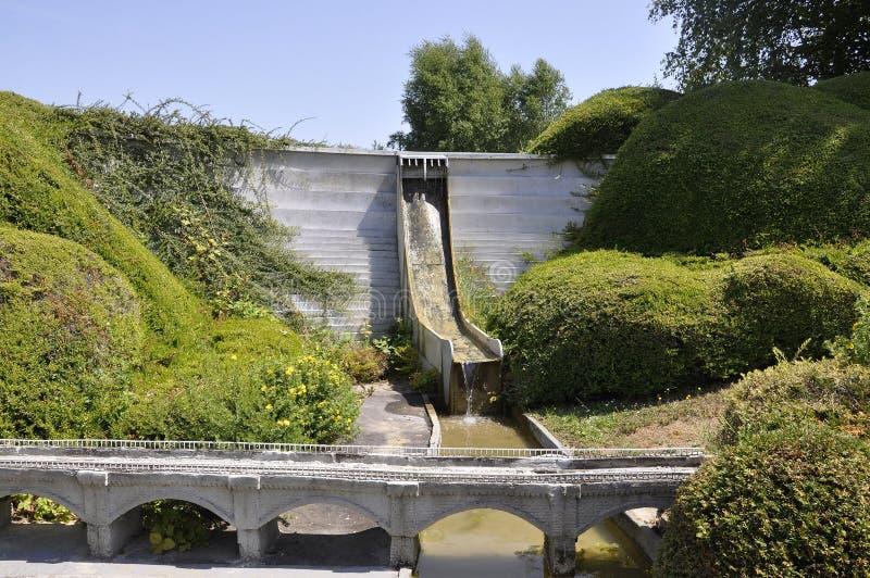 Elancourt f, 16-ое июля: Перегораживайте de Bort вспомогательное Orgues в миниатюрном воспроизводстве памятников паркует от Франц стоковые фото