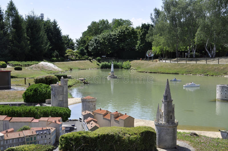 Elancourt f, 16-ое июля: Перенесите de La Rochelle в миниатюрном воспроизводстве памятников припаркуйте от Франции стоковая фотография rf
