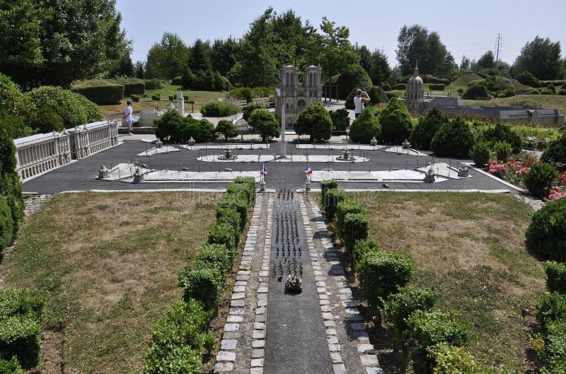 Elancourt F, Juli 16th: Stället de la Concorde från Paris i miniatyrreproduktionen av monument parkerar från Frankrike royaltyfri bild