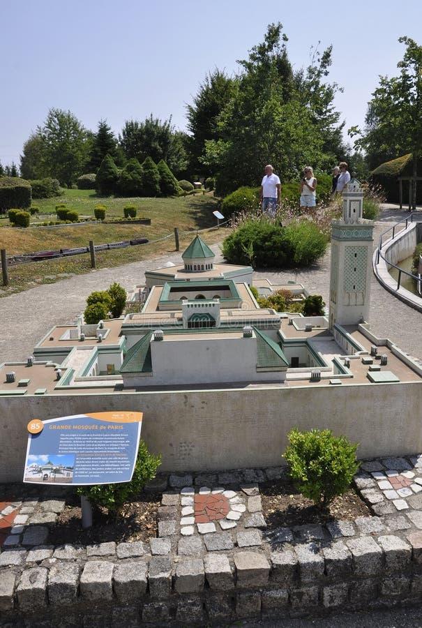 Elancourt F, le 16 juillet : Grand Mosquee De Paris dans la la reproduction miniature des monuments se garent des Frances images libres de droits