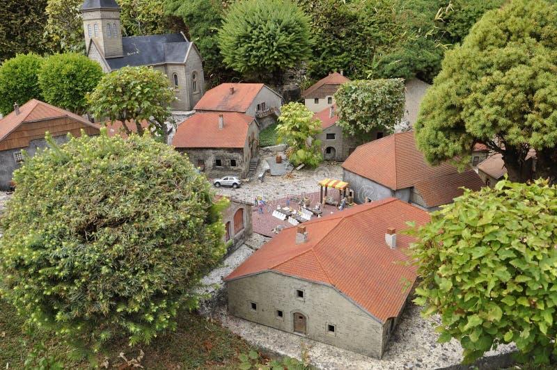 Elancourt F, le 16 juillet : Village Montaigne dans la la reproduction miniature du parc de monuments des Frances photographie stock