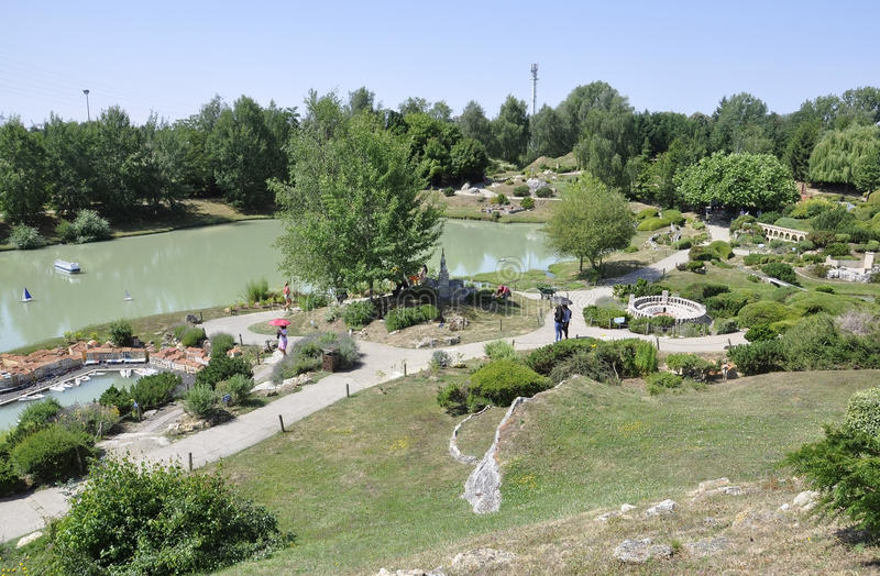 Elancourt F, Lipiec 16th: Krajobraz w Miniaturowej reprodukci zabytku park od Francja obraz stock