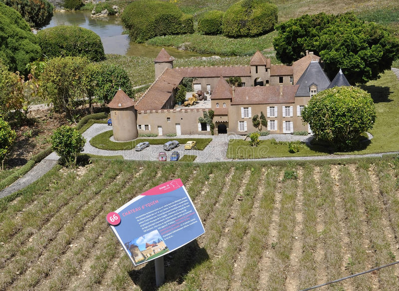 Elancourt F, o 16 de julho: O ` Yquem do castelo d na reprodução diminuta dos monumentos estaciona de França imagem de stock royalty free
