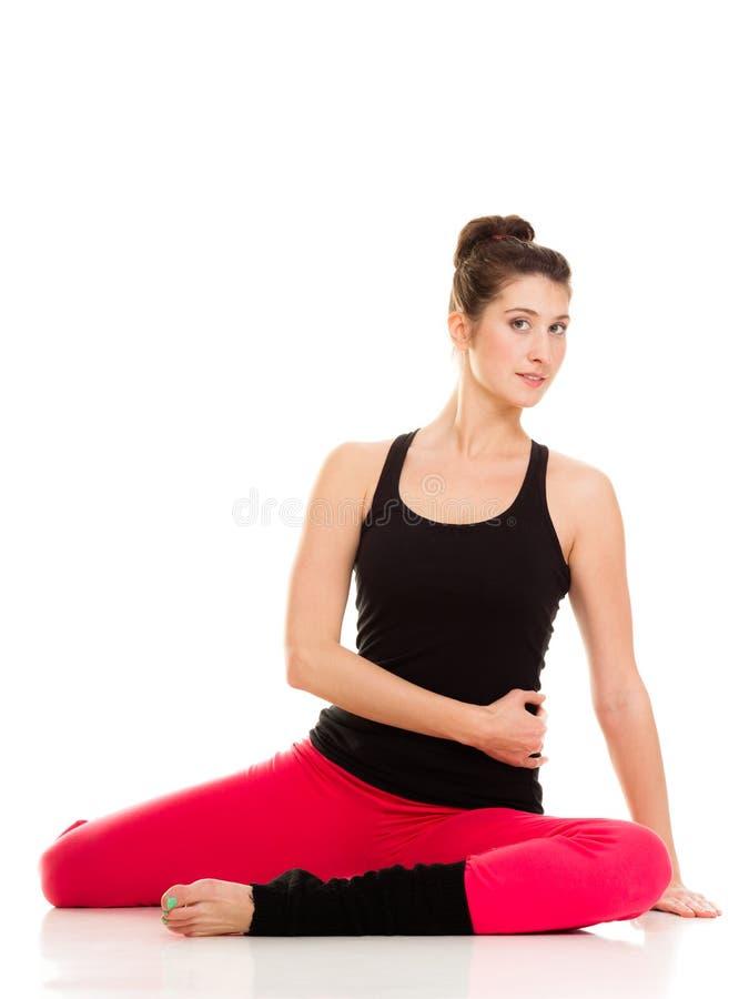 Elastyczna dziewczyna robi rozciągań pilates ćwiczeniu obrazy royalty free