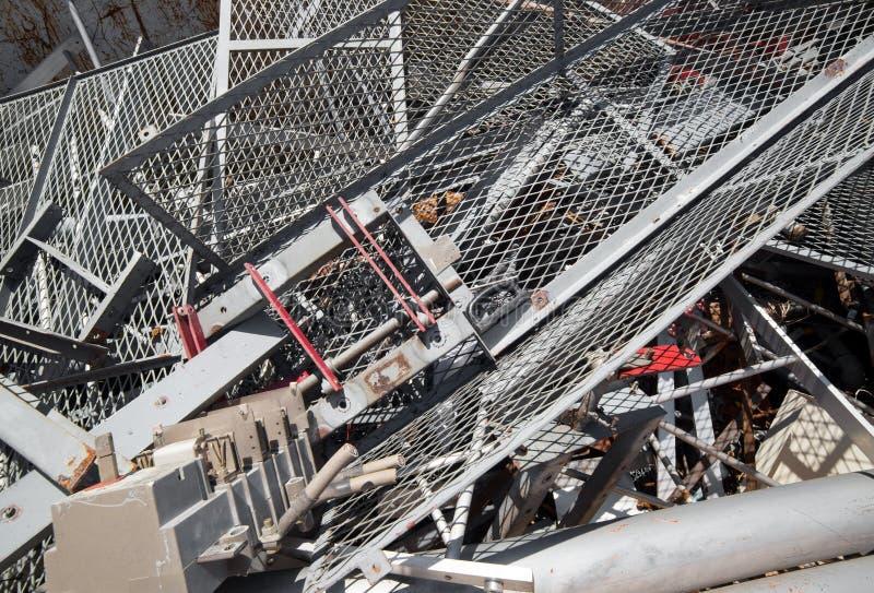 Download Żelazna Sieć I Ferrous Materiał W Wysypisku Kruszcowy Przedmiot Obraz Stock - Obraz złożonej z niebezpieczny, segregacja: 53792469