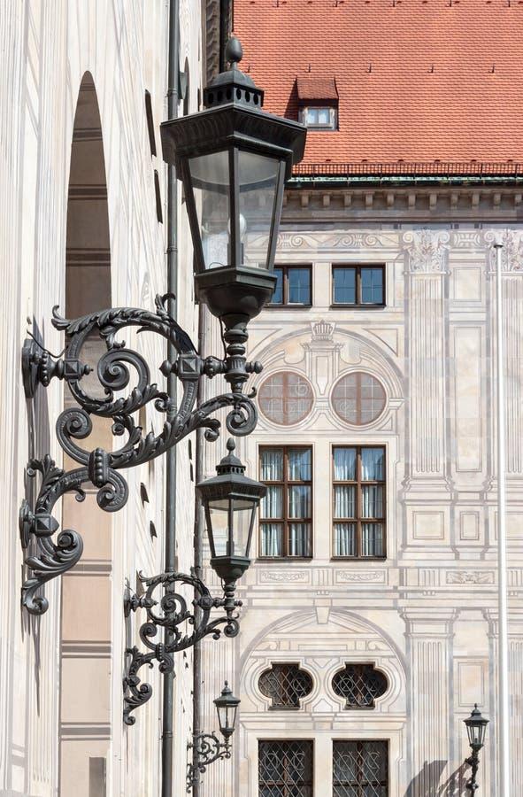 Żelazne lampy w Hofgarten Monachium Niemcy zdjęcia royalty free