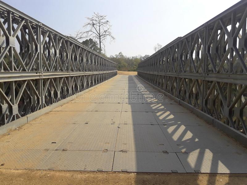 ?elazny most nad rzek? fotografia royalty free
