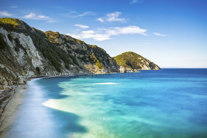 Elba ö, Portoferraio Sansone vit strandkust Tuscany, det royaltyfria bilder