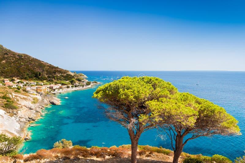 Elba öhav nära Pomonte royaltyfri fotografi