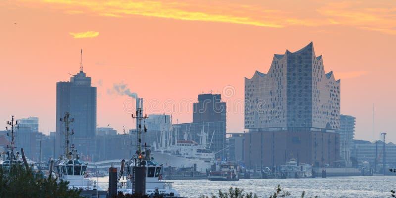 Elba panorama filarmónico de Elba de Hall Elbphilharmonie y del río en otoño en la mañana con la salida del sol, Hamburgo, Aleman imagenes de archivo