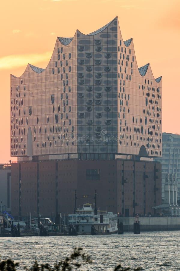 Elbe Filharmonisch Elbe van Hall Elbphilharmonie en van de Rivier panorama in de herfst bij ochtend met zonsopgang, Hamburg, Duit stock afbeeldingen