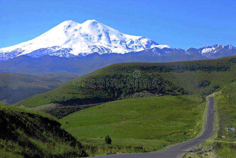 Elbrus山是欧洲高山  免版税库存照片
