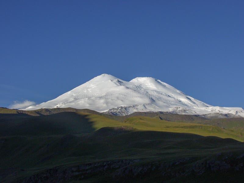 elbrus Перемещение к горам Кавказ в Kabardino-Balkaria стоковые изображения rf