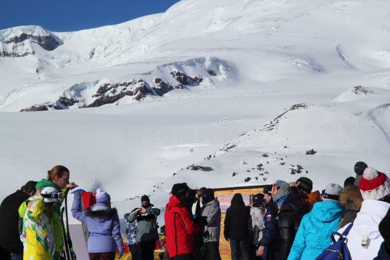 ELBRUS, RUSSIE - 3 JANVIER 2018 : Station de sports d'hiver de montagne Elbrus Russie image stock