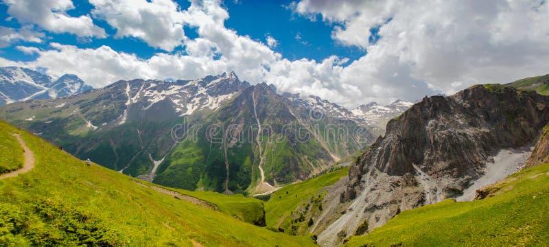 Elbruspanorama stock afbeeldingen