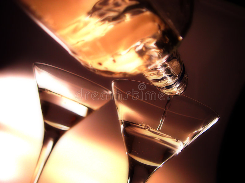 Download Eldvatten ii arkivfoto. Bild av reflexioner, vodka, exponeringsglas - 33508