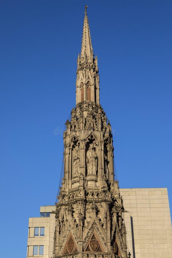 Eleanor Cross på Charing Cross i London royaltyfria bilder