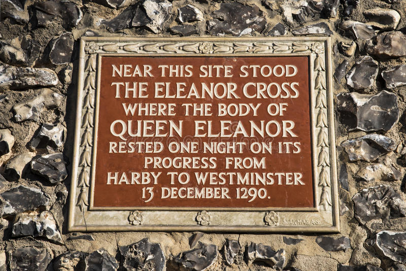 Eleanor Cross Plaque in St Albans stock foto's