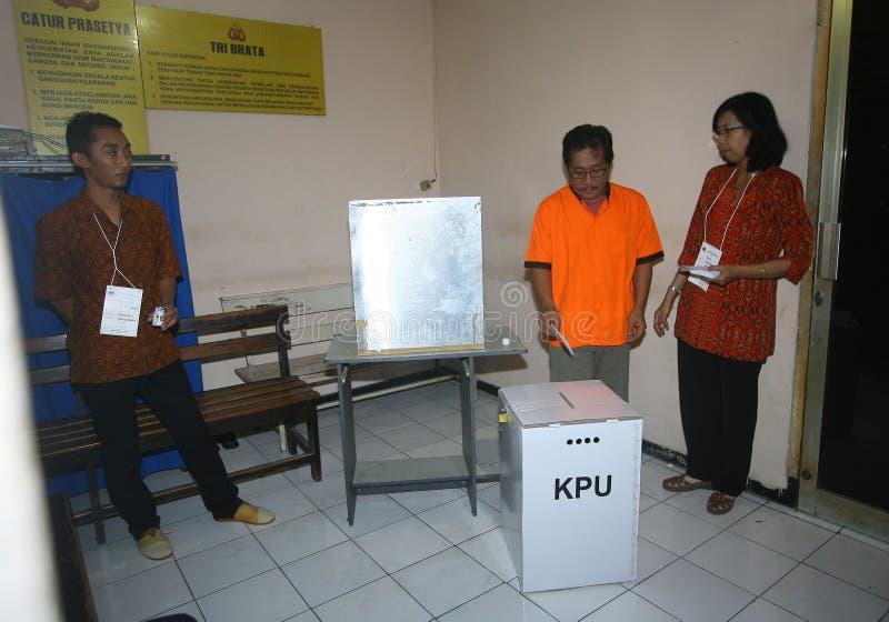 Download Elección foto editorial. Imagen de estación, java, presos - 42433016