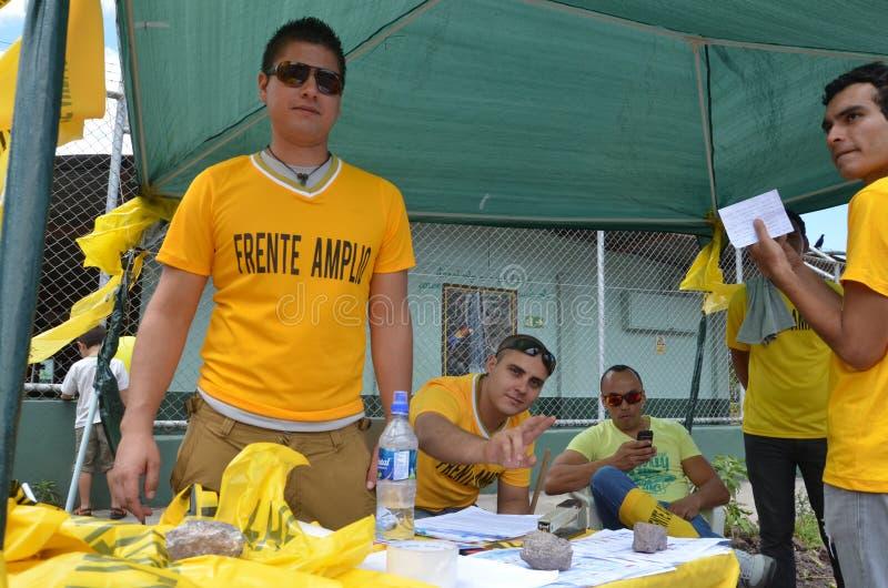 Elecciones 2014 de Costa Rican Presidential: la ayuda más joven el partido izquierdo FA fotografía de archivo libre de regalías
