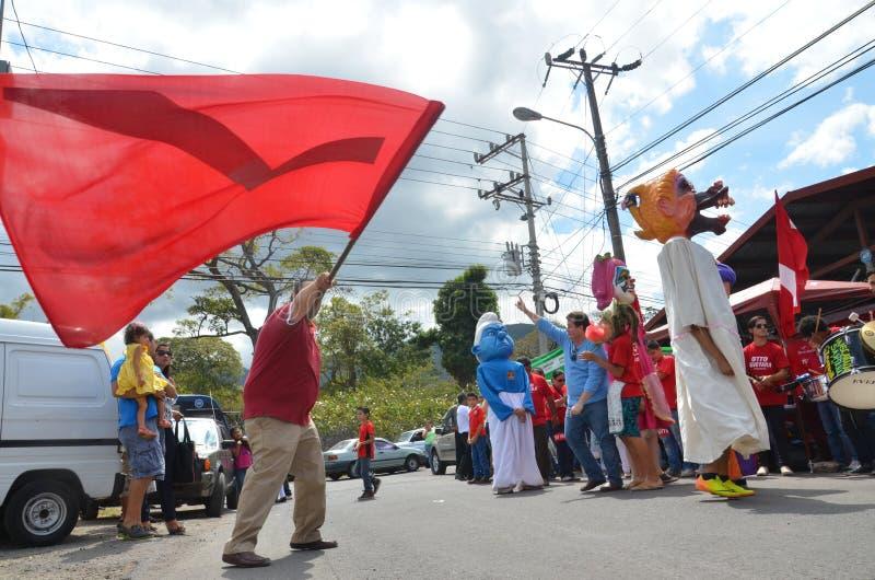 Elecciones 2014 de Costa Rican Presidential:  una danza en la calle imágenes de archivo libres de regalías