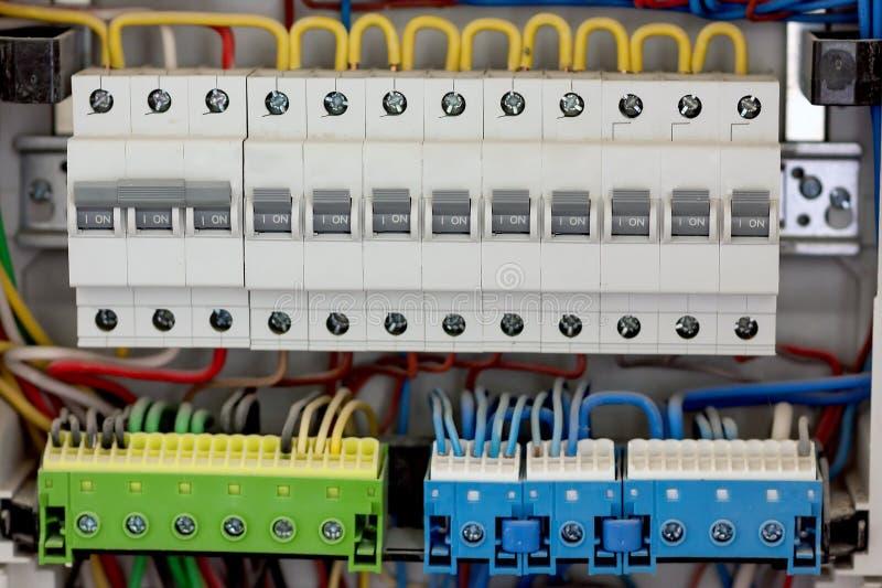 Electicaldistributie fuseboard Elektrische voedingen Electrica royalty-vrije stock foto