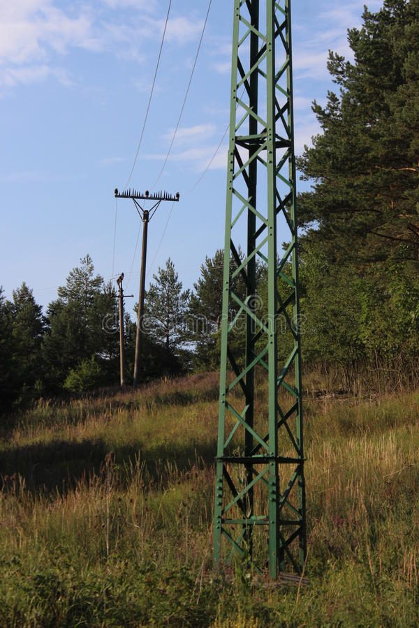 Electicrity Polen in der Landschaft lizenzfreies stockbild