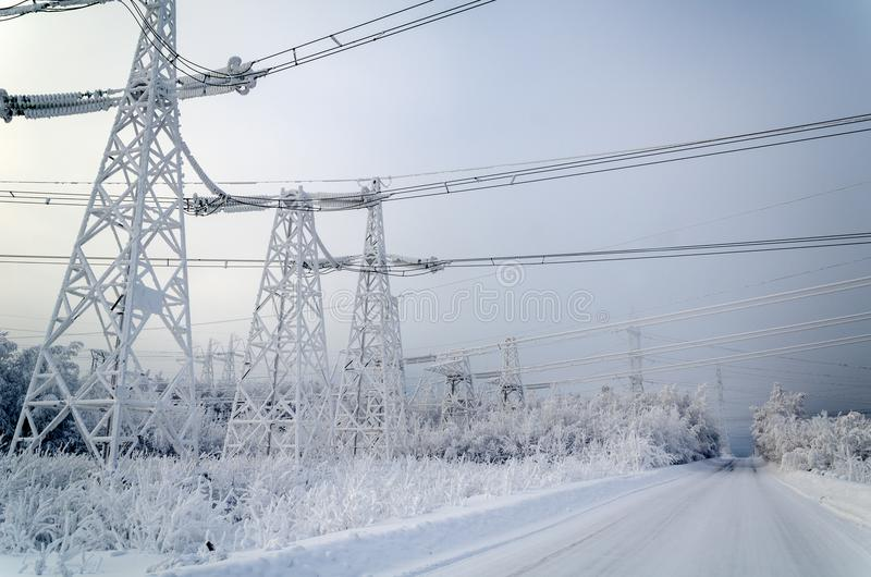 electrical-transmission-lines-high-voltage-power-winter-108570948.jpg (800×530)