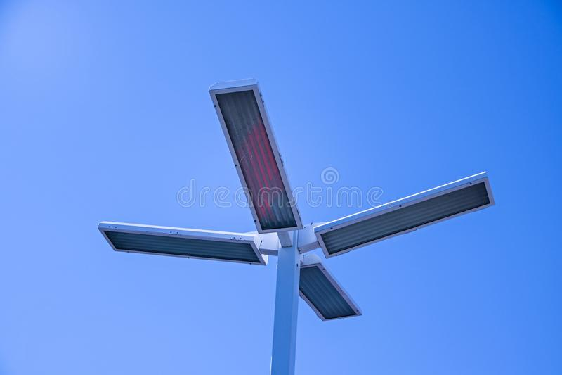 Electricidad, posts de la lámpara, lámpara de calle foto de archivo